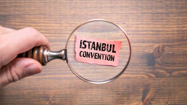 Im Rahmen der Istanbul-Konvention des Europarats fliessen Finanzhilfen an Organisationen, die sich gegen Gewalt an Frauen engagieren.