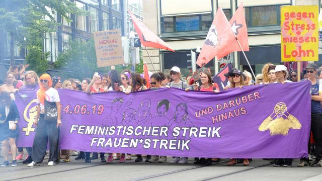 Der Frauenstreik 2019 forderte Lohngleichheit, obwohl unklar ist, wie gross die Ungleichheit überhaupt ist. (Bild:  tookitook / Shutterstock.com)