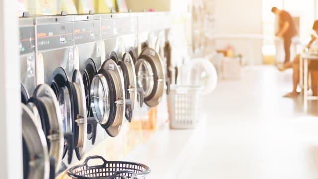 Das feuchtfröhliche Waschen ist vorbei. Die Maschinen bleiben leer – die Kasse ebenso. (Bild: Shutterstock)