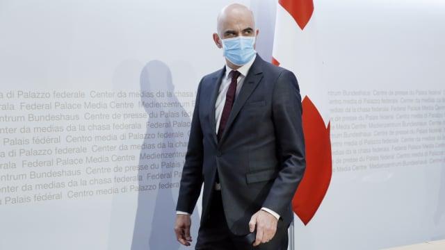 Gesundheitsminister Alain Berset  ist mutig. Seine Kritiker stehen bereits in den Startlöchern. (Bild: Ruben Sprich)
