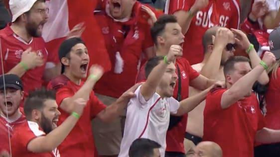 Schweizer Fans ins Bukarerst: Sie fordern, sie fördern. Screenshot: SRF