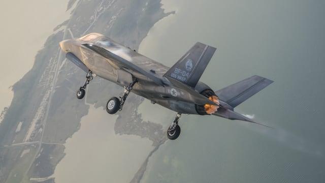 Mit vollem Schub: Eine F-35 düst über den US-Bundesstaat Maryland. Bild: Lockheed Martin