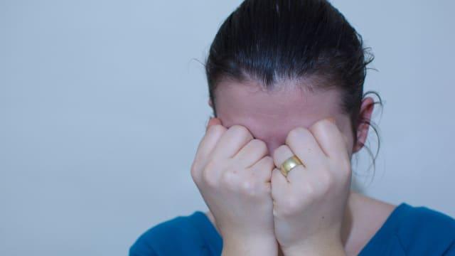 Arrangierte Ehen in der Schweiz: Betroffene Frauen stehen unter starkem Druck. Bild: Shutterstock