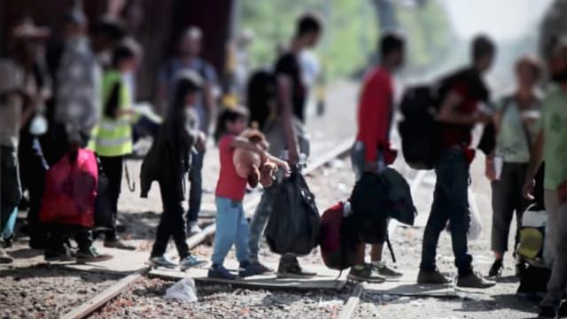 Nach dem Willen der SVP soll es für Flüchtlinge keinen Weg mehr in die Schweiz geben. Bild: Shutterstock