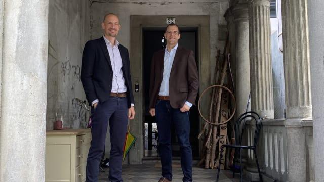 Gute Laune: Michael Bubendorf und Sandro Meier – die Köpfe der Verfassungsfreunde. Foto: Sebastian Briellmann
