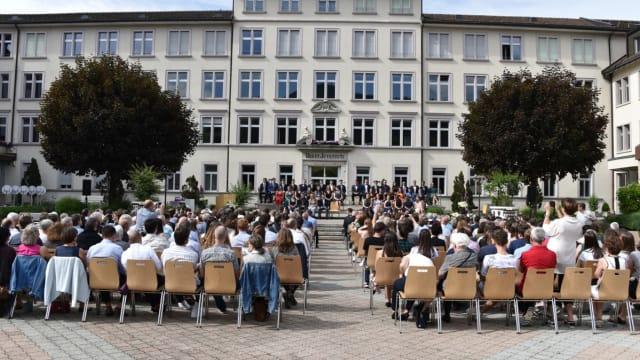 Wie viel Gymnasiasten verträgt die Schweiz? Hier ein Foto der Maturfeier im St. Antonius im Kanton Appenzell Innerrhoden. Foto: Kanton AI