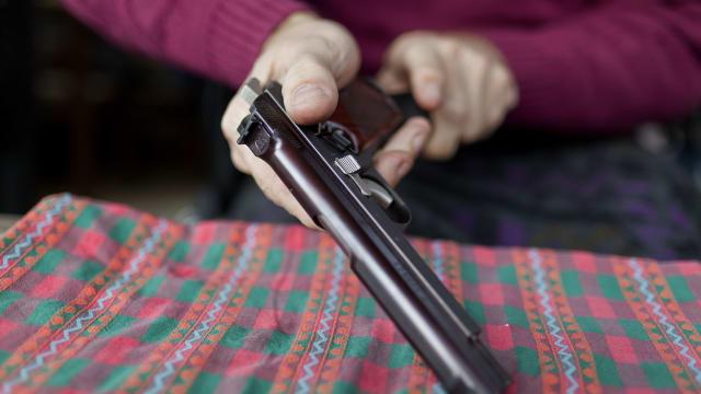 Subjektives Sicherheitsgefühl: Schweizer greifen zu den Waffen. Bild: Keystone-SDA
