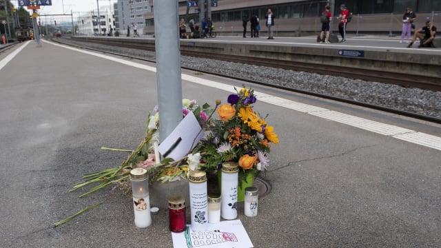 Trauer in Morges: Der Ort, wo die Polizei einen Mann erschoss. Bild: Keystone-SDA