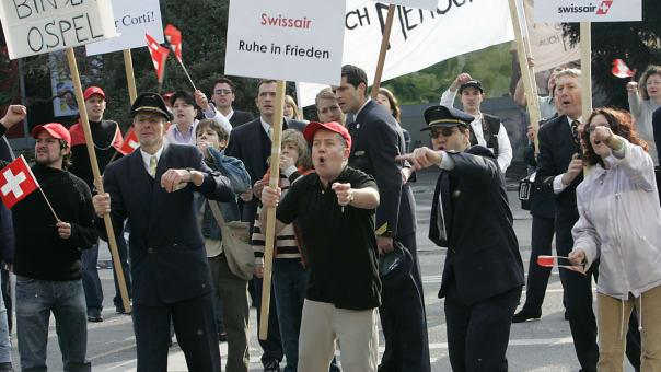 Der Fall Swissair weckte starke Emotionen – und lieferte auch Stoff für Filme wie Michael Steiners Werk «Grounding» 2005... (Bild: Keystone)