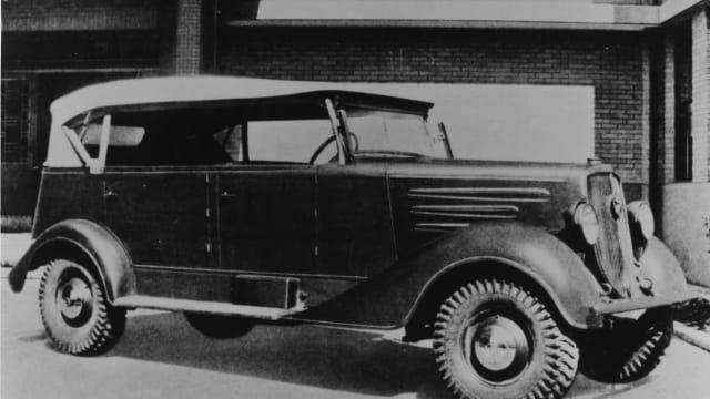 1936 brachte Mitsubishi mit dem PX-33 den ersten Allrad-PW auf den Markt.