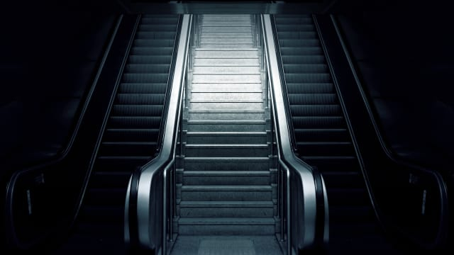 Treppe oder Rolltreppe? Die Entscheidung soll nicht dem Zufall überlassen werden. (Bild: Pixabay)
