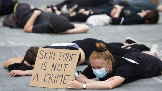 Weisse BLM-Aktivisten empören sich öffentlichkeitswirksam über Rassismus. Doch wie präsent ist dieser in der Schweiz? (Foto: Keystone).