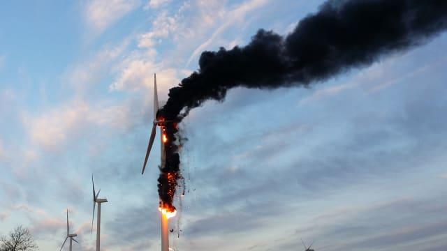 Brand einer Windturbine in Österreich 2017. Bild:  Keystone
