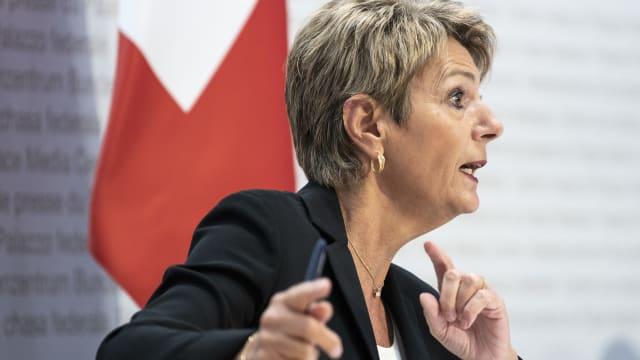Bundesrätin Karin Keller-Sutter begründet die Ablehnung der Justiz-Initiative durch den Bundesrat. (Bild: Keystone: Peter Schneider)