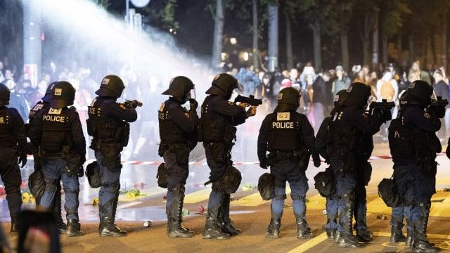 Polizeieinsatz in Bern gegen Corona-Skeptiker am vergangenen Donnerstagabend.
