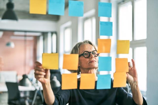 Firmen sollten ihre älteren Arbeitnehmer regelmässig zur Standortbestimmung motivieren.