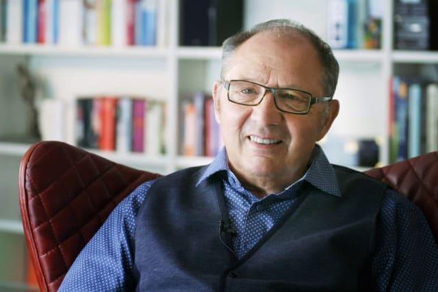 Beni Thurnheer ist auch nach seiner Pensionierung sehr aktiv: «Mis Hirni bruucht laufend Fuetter»  Bild: SRF
