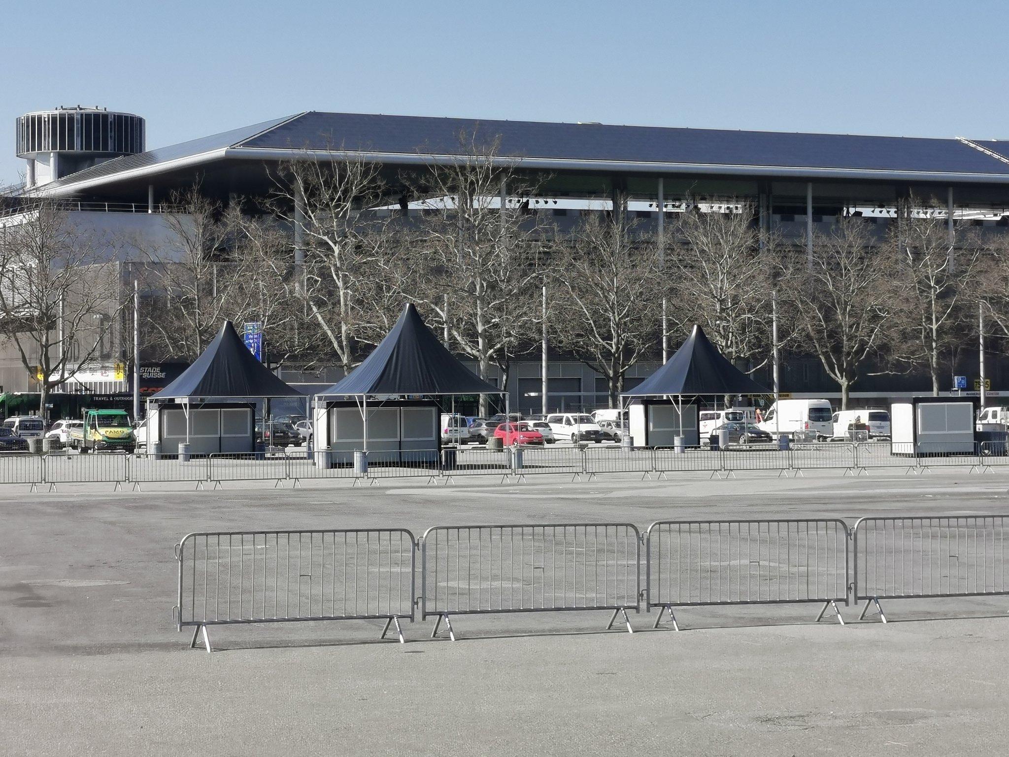 Erstes Schweizer Corona-Drive-in eröffnet