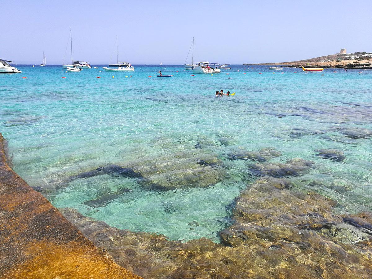 Il mare di Little Armier Bay, spiaggia di Malta