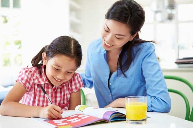 Orangtua dampingi anak belajar di rumah. Foto: Ilustirasi/istimewa