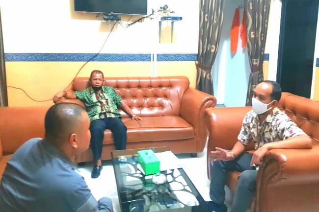 Ketua KPU Labuhanbatu, Wahyudi (kanan), saat berkoordinasi dengan Tim Gugus Tugas Percepatan Penanganan Covid-19 terkait rencana pelaksanaan rapid test terhadap 294 orang PPS