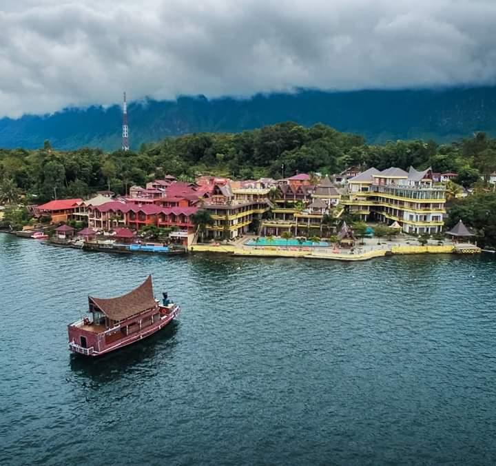 Salah satu objek wisata Samosir yang menjadi primadona bagi wisatawan