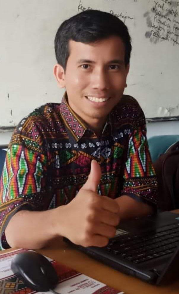 Junifer Siregar, dosen prodi Bahasa Indoenesia Univ HKBP Nommensen Pematangsiantar. Foto Dekrit