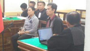Eks Kepala BPKAD Pemko Siantar dan Erni Zendarto dalam persidangan. Foto Int