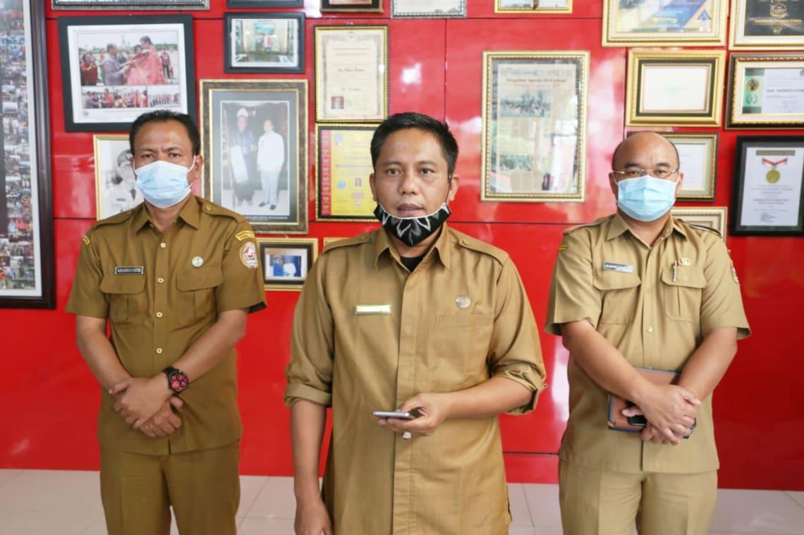 Jubir GTPP Covid-19 Taput, Indra Simare-mare menyampaikan keterangan pers