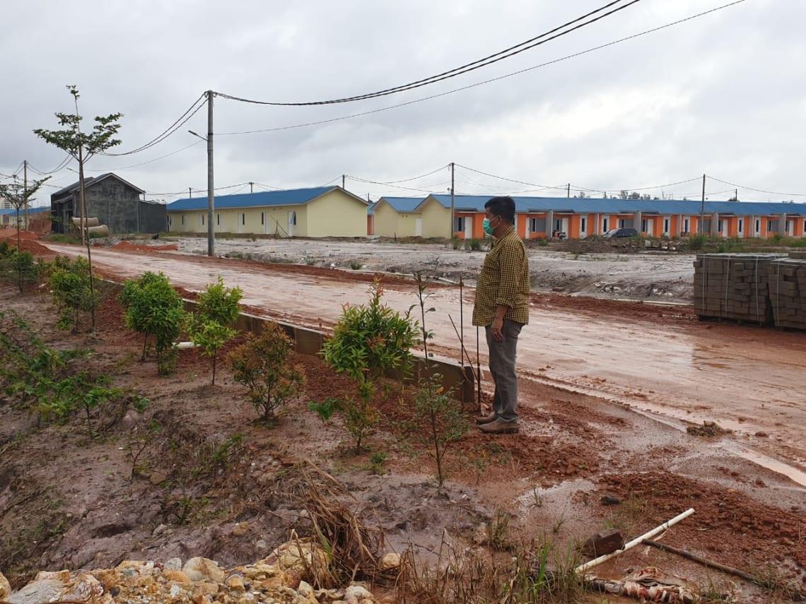 Radiapoh Hasiholan Sinaga (RHS) saat meninjau lokasi proyek perumahan di pulau Batam, Senin 14 September 2020.