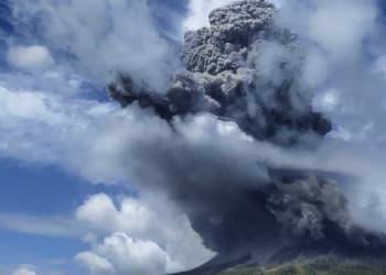 Gunung Sinabung kembali meletus, Senin 8 Agustus 2020. Foto:  Antara