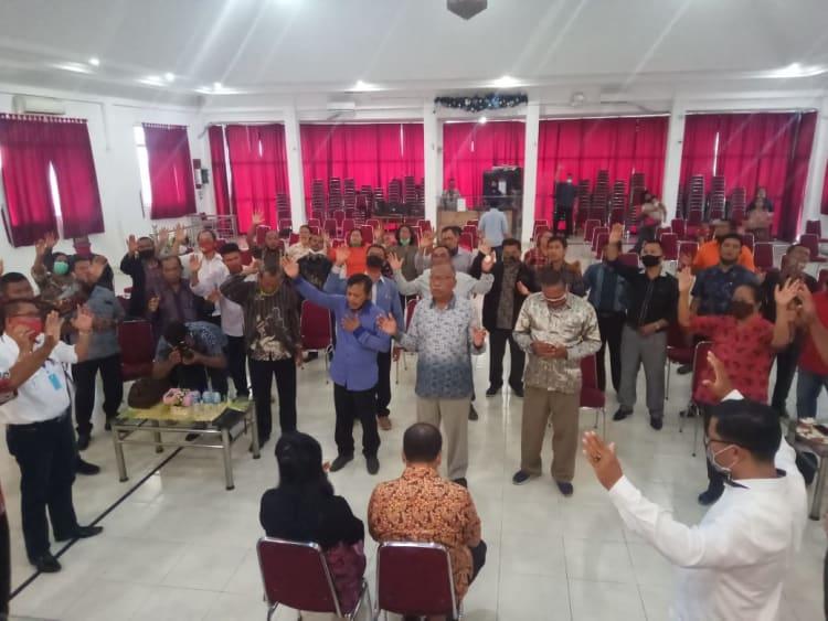 Para Gembala Gereja saat mendoakan Cawalkot Asner Silalahi