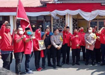 DPC PDI Perjuangan Siantar salam kompak usai menyampaikan aspirasi ke Polres Siantar