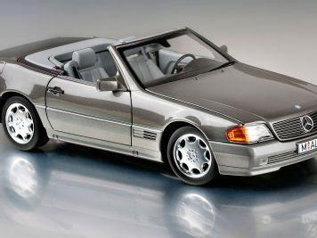 Die graue Eminenz: '89 Mercedes-Benz 500 SL (R129) von Norev in 1:18