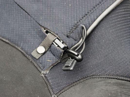 Der Reißverschluss ist vorbildlich gegen Wassereintritt geschützt