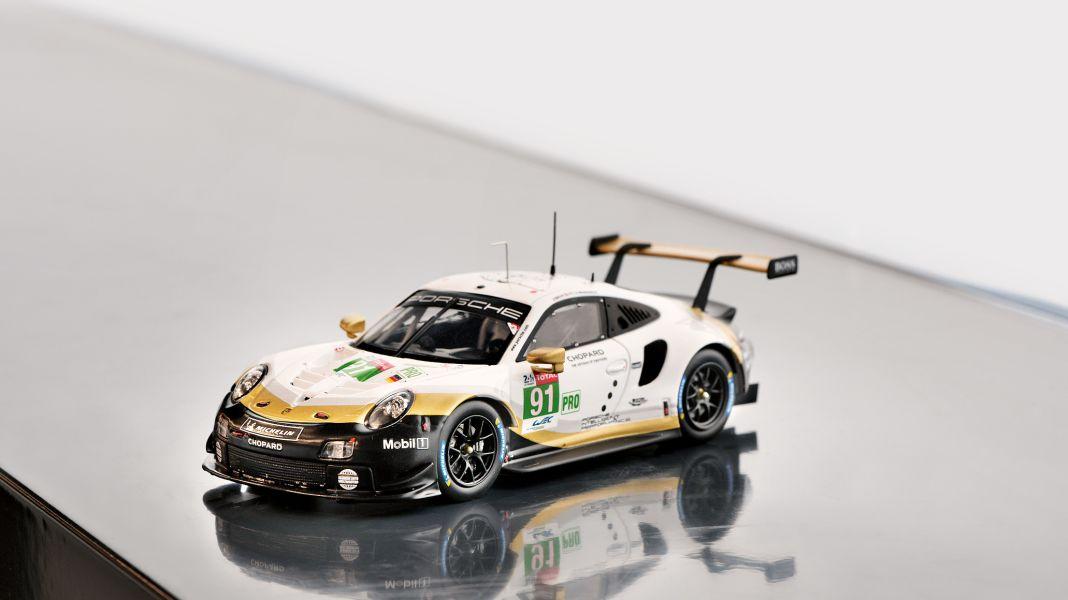Innovationskraft 4.0: '19 Porsche Taycan Turbo S von Minichamps in 1:43 und 1:18
