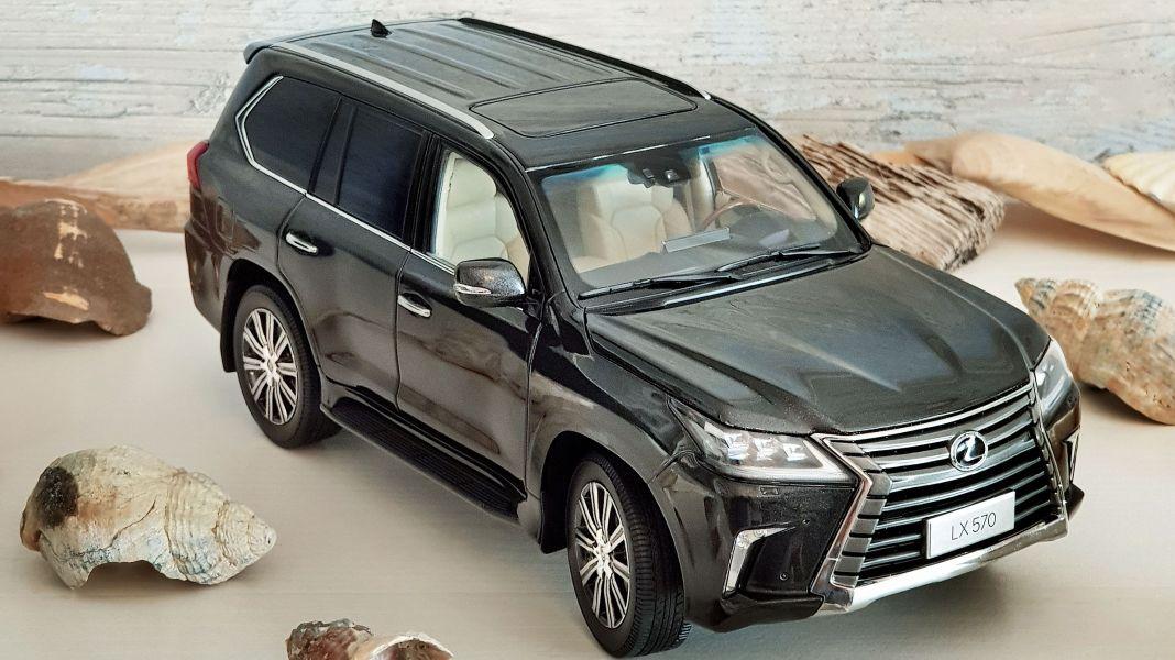 LUV-Story: Lexus LX 570 von Kyosho in 1:18