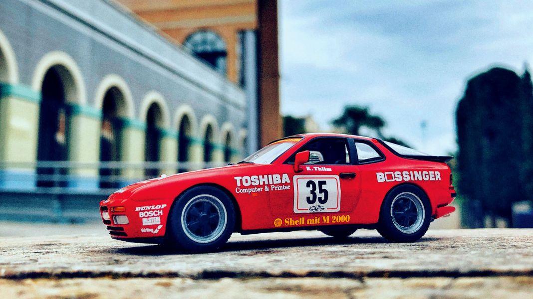 """Sauber und schnell: Porsche 944 Turbo Cup """"Exclusive Decals""""in 1:43"""
