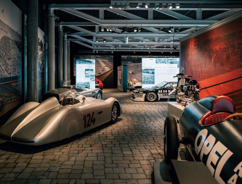 Mit einem breiten Fuhrpark an Originalen wird die AVUS-Ausstellung im PS.Speicher jedes Racerherz auf Hochtouren bringen. Der Weg nach Einbeck lohnt sich auf jeden Fall