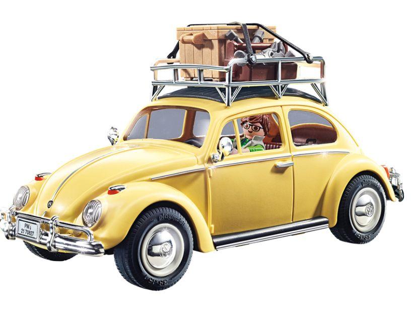 Dass der beige Käfer nicht in den Urlaub, sondern eher zur Arbeit fährt, zeigt das Playmobil-Gepäck auf dem Dachträger