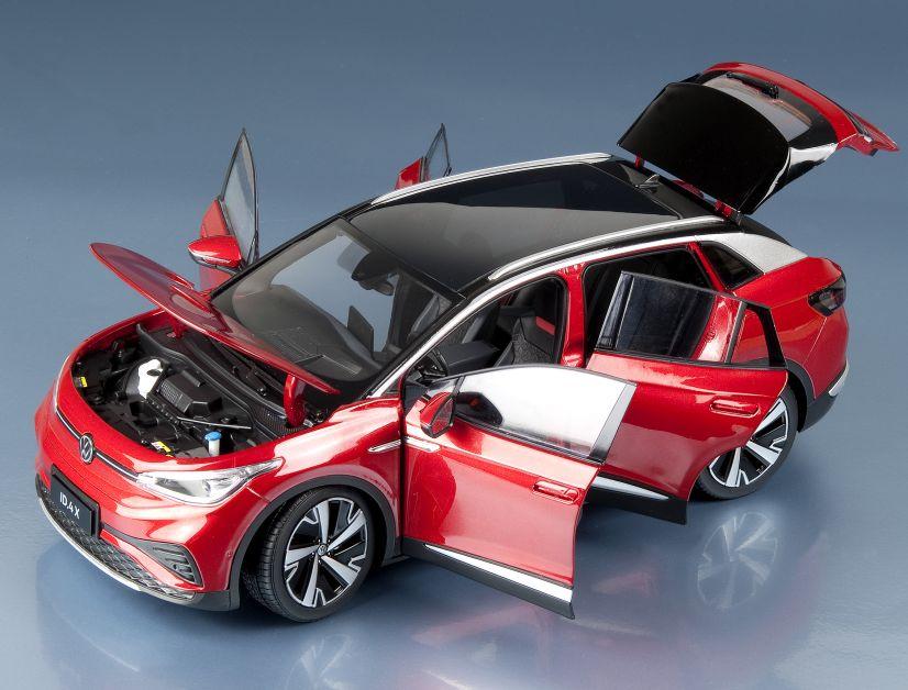 Nein, dieses Volkswagen-Modell vom Stromer ID.4 X in 1:18 gab es in München auf der IAA leider nicht zu kaufen, aber MODELL FAHRZEUG stellt es trotzdem bereits in seiner Ausgabe 6/2021 vor.