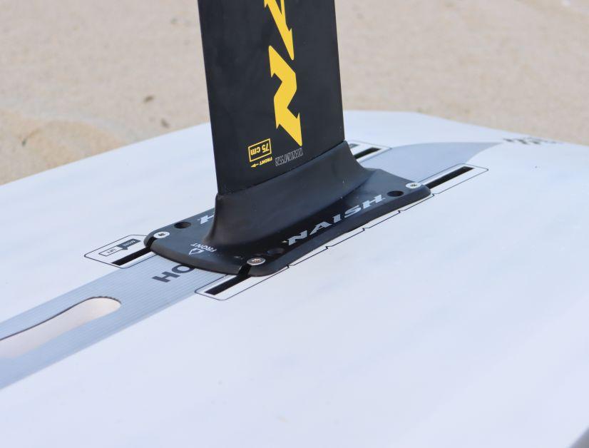 Ein 75er Mast ist beim Foil-Set Standard. Gegen geringen Aufpreis sind aber auch längere Masten erhältlich
