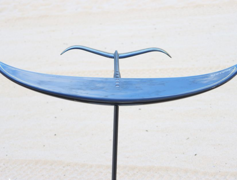 Dickes Profil, stark geschwungener Heckflügel – das Naish Jet 1650 Foil
