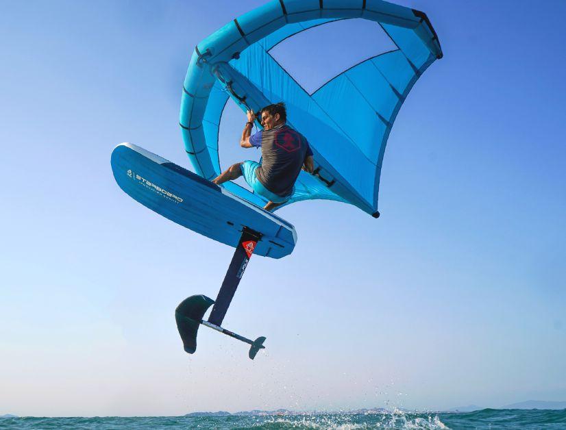 Erste Jumps sind mit dem Starboard Foil-X Wing locker drin