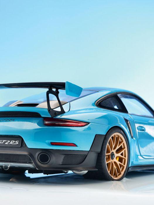 Autoart macht blau: Porsche 911 GT2 RS (992) von Autoart in 1:18
