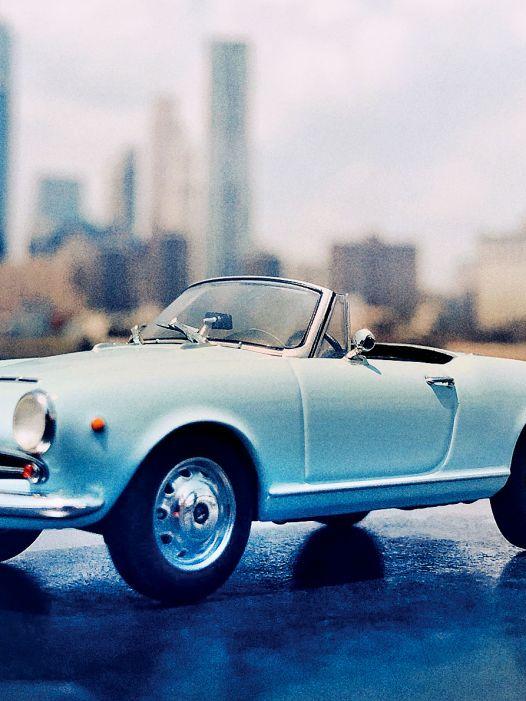 Hoffmans Stärke: Alfa Romeo Giulietta Spider von Minichamps in 1:43