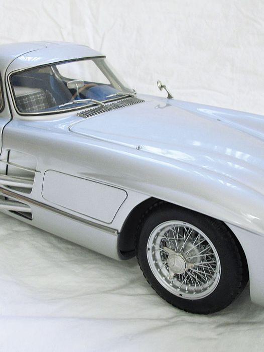 Uhlenhaut Couture: Mercedes-Benz 300 SLR Uhlenhaut von Legrand in 1:8