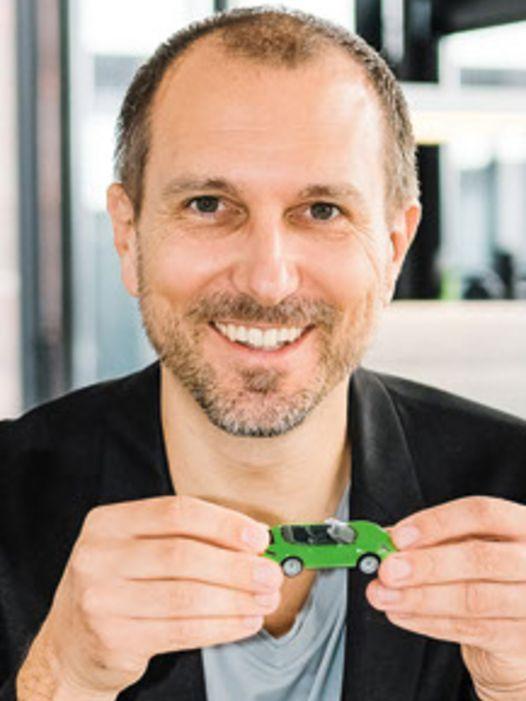 """Interview mit Sebastian Hornung, Leiter Branded Entertainment bei Porsche: """"Die Vielfalt von Porsche mit Modellen erleben!"""""""