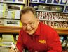 Bedient für sein Leben gern seine Kunden und kann mit dem Lötkolben umgehen: Bernhard Werst