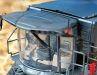 Sowohl im Bereich der Kabine als auch beim Raupenantrieb zeigt das Zinkdruckgussmodell perfekt gestaltete 1:32-Finessen